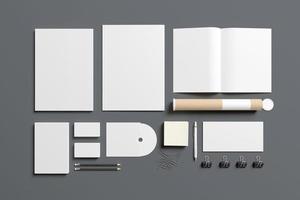 artigos de papelaria em branco isolados em cinza foto
