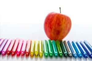 de volta ao material escolar e uma maçã para o professor foto