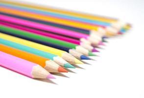 conjunto de lápis de cor multi desenho com espaço de cópia
