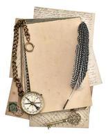 folhas de papel vintage. bússola. conceito de viagem foto