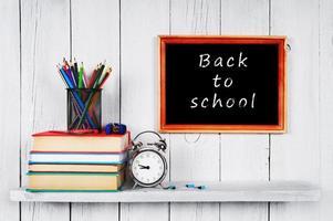 de volta à escola. quadro, Armação. livros e ferramentas escolares.