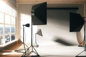 estúdio de fotografia vazio interior com janela foto