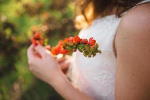 noiva no jardim primavera foto