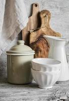 louça vintage e utensílios de cozinha foto