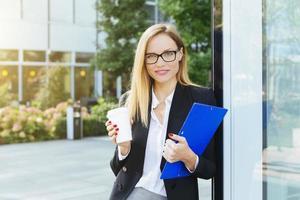 empresária, tendo uma pausa para café