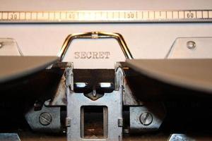 """""""segredo"""" digitado usando uma máquina de escrever antiga"""