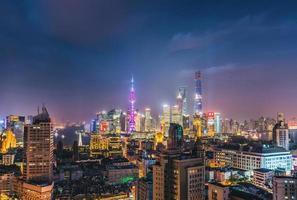 skyline da noite de shanghai foto