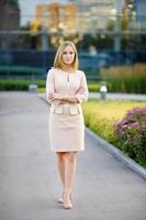 mulher jovem bonita de negócios foto