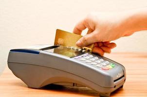 máquina de pagamento e cartão de crédito foto