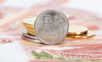 moeda russa, rublo: notas e moedas close-up foto