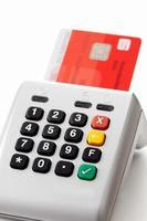 leitor de cartão de crédito e cartão com chip, close-up foto