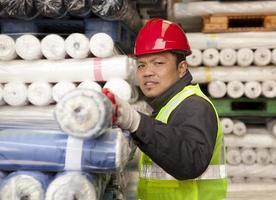 trabalhador fábrica têxtil foto