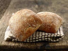 dois pães de pão ciabatta