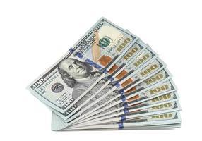 pilha de novas notas de 100 dólares