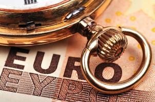 relógio e euro