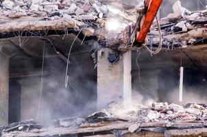 demolição de edifícios em áreas urbanas foto