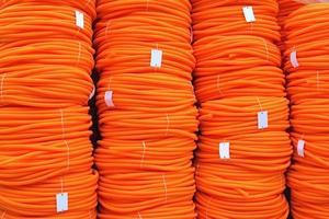 bobinas de mangueira laranja foto