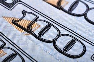 cem notas de dólar