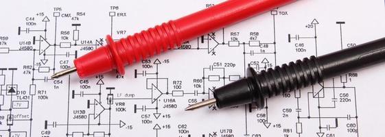 diagrama da placa de circuito impresso eletrônica e cabo do multímetro foto