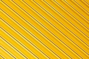 metal ondulado de tinta amarela para o fundo foto