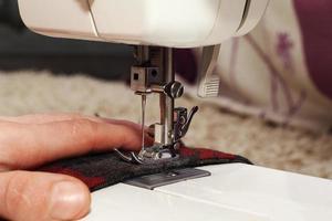 costura em casa máquina de costura