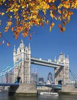 famosa ponte da torre no outono, londres, inglaterra foto