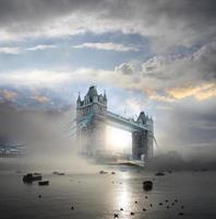 famosa ponte da torre à noite, londres, inglaterra foto