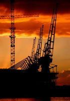 nascer do sol sobre o excel center em Londres foto