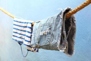 roupas molhadas penduradas