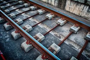 trilhos de trem da estação foto