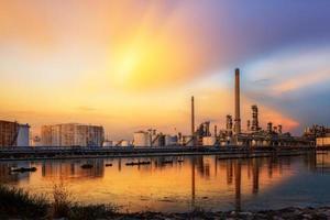 indústria petroquímica de refinaria de petróleo foto