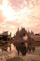 tailândia chiang rai wat rong khun foto