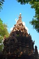 um antigo templo na tailândia foto