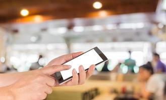 telefone com tela de toque moderno e cafeteria foto