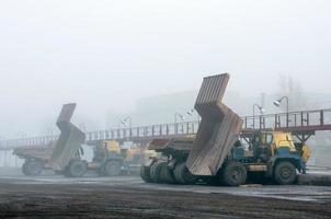 caminhões em reparos