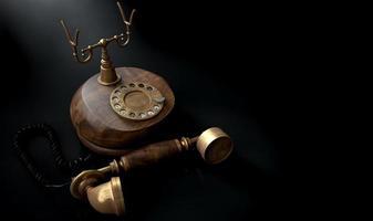 telefone vintage escuro fora do gancho foto