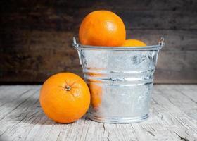 laranjas cortadas foto