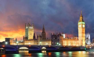 big ben e casas do parlamento na noite, londres, reino unido foto