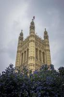 torre victoria, casas do parlamento, londres, reino unido foto