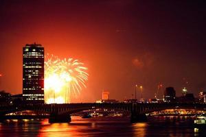 london eye visão noturna noturna. fogos de artifício foto