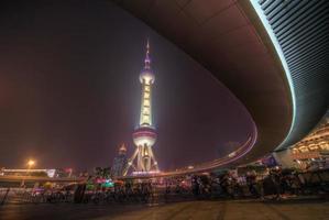 auto-estrada de passageiros na torre pérola foto