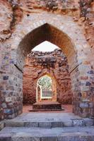 ruínas em qutub minar