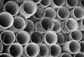 pilha de tubos de metal para construção