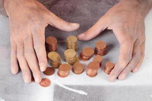 pobres e moedas foto