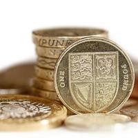 moedas britânicas com foco em uma libra foto