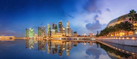 skyline de Singapura e vista da baía de marina foto