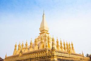 wat wat thap luang dourado em vientiane, laos