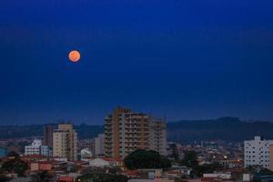 lua em sorocaba / moon foto