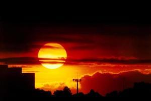 pôr do sol sobre são paulo foto