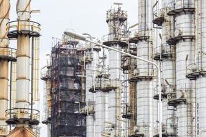 torre da fábrica de petróleo
